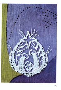 Risultati immagini per bobbin lace Natal / Christmas Bobbin Lace Patterns, Bead Loom Patterns, Tatting Patterns, Hairpin Lace Crochet, Crochet Motif, Bobbin Lacemaking, Types Of Lace, Lace Heart, Lace Jewelry
