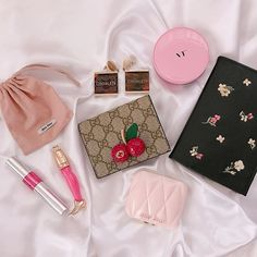 satinangels 💕 Only Girl, All Things Beauty, Makeup Collection, Miu Miu, Purses And Bags, Girly, Branding, Skin Care, Designer Bags