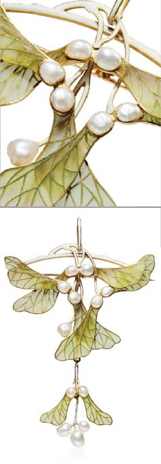 HENRI VEVER - AN ART NOUVEAU ENAMEL AND PEARL PENDANT/BROOCH, CIRCA 1900. Modelled as four maple samaras in green window enamel, with pearl accents, 11.5 cm, with French assay marks for gold, unsigned.