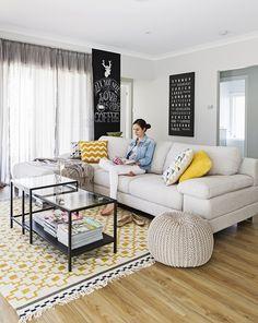 Ikea 'Alvine Ruta' rug. I've got the same and it's the perfect rug