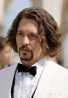 long wavy hairstyle for men