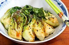 Bok Choy Stir-Fry with Ginger and Garlic, (Lots and LOTS of links to recipes (with photos) on this site! Recettes De Bok Choy, Broccoli Risotto Recipe, Vegetable Dishes, Vegetable Recipes, Asian Recipes, Healthy Recipes, Healthy Food, Oriental Recipes, Asian Food Recipes