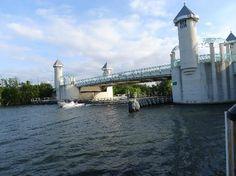 Banana Boat Restaurant: View of bridge over intercoastal waterway