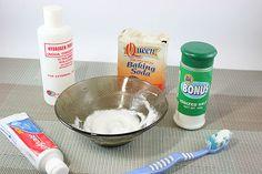 Blanquear dientes: 2 cucharadas de agua oxigenada + 3 de bicarbonato + pizca de sal. Crear esta pasta y añadir crema de dientes. Cepillar con esta mezcla, dejar reposar 2 mins. y enjuagar. Cepillar los dientes con crema normal después.