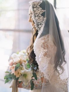 Exquisite mantilla veil + bouquet by - Anne + Luis Wedding Veils With Hair Down, Wedding Dress With Veil, Spanish Lace Wedding Dress, Lace Wedding Veils, Vintage Wedding Veils, Vintage Mexican Wedding, Wedding Garters, Lace Bride, Wedding Looks