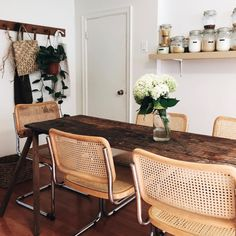 These words tho Tiny Dining Rooms, Dining Room Chairs, Objet Deco Design, Interior Exterior, Interior Architecture, Simple House, Apartment Living, Living Spaces, Decoration