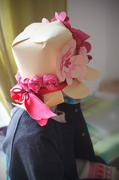 Floral Paper Hat from the back – Fashion Crafting Crazy Hat Day, Crazy Hats, Hats Short Hair, Diy Wig, Funky Hats, Silly Hats, Hat Organization, Funky Dresses, Boho Hat