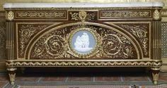 Commode. Guillaume Benneman (1750-1811) sous la direction de Jean Hauré. Paris, 1786. Exécutée pour le grand cabinet de Marie-Antoinette au château de Fontainebleau
