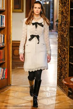 http://www.style.com/slideshows/fashion-shows/pre-fall-2015/chanel/collection/29