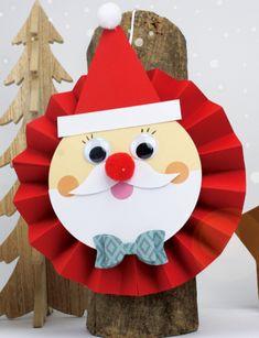 Lavoretti di Natale con la carta e il cartoncino Pixel Art, Origami, Christmas Ornaments, Holiday Decor, Christmas Jewelry, Origami Paper, Christmas Decorations, Origami Art, Christmas Decor