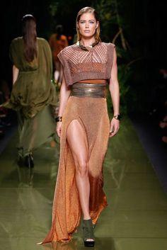 Balmain Parigi - Spring Summer 2017 Ready-To-Wear - Shows - Vogue. Fashion Week, Fashion 2017, Runway Fashion, Spring Fashion, High Fashion, Fashion Show, Fashion Design, Paris Fashion, Fashion Details
