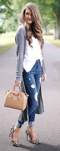 what to wear with a cardigan : white top + bag + rips + heels
