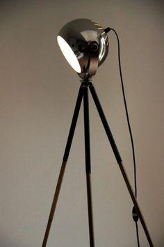 Lampadaire ancien trépied photo et globe en métal chromé... http://www.lanouvelleraffinerie.com/lampadaires/672-liseuse-lampadaire-ancien-trepied-photo-et-globe-en-metal-chrome.html