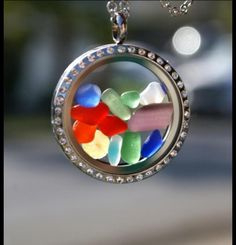 I have this locket and I have the glass too and will do this when I can find it!!