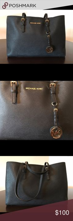 Michael Kors bag Bag is carried on shoulders. In almost excellent condition. No signs of wear. Michael Kors Bags Shoulder Bags