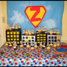 This was such a cool display at my friend's bday party for her kids!! Superheroes are an awesome theme.