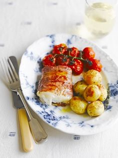 This baked pollock recipe from Jamie Oliver might be a lighter option, but it tastes great, baking the potatoes in the same dish saves on washing up too. Seafood Recipes, Dinner Recipes, Cooking Recipes, Healthy Recipes, Gf Recipes, Healthy Meals, Healthy Food, Baked Pollock Recipes, Fish Recipe Low Carb