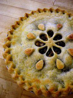 Like the look of this pie// Apple Raisin Walnut Pie Pie Dessert, Dessert Recipes, Creative Pie Crust, Walnut Pie, Pie Crust Designs, Pie Decoration, Pie Tops, Homemade Pie, Apple Recipes