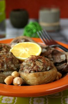 Dolma qarnoun are delicious stuffed Algerian artichoke bottoms that are traditionally accompanied with a chickpea and lamb stew. Middle East Food, Middle Eastern Recipes, Algerian Recipes, Algerian Food, Beef Recipes, Cooking Recipes, Halal Recipes, Plats Ramadan, Tapas