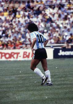 Best Football Players, Nike Football, Diego Armando, Ac Milan, Lionel Messi, Soccer, Running, Sport, World