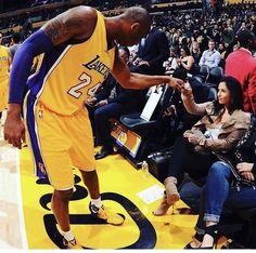 Kobe Bryant and his work before game. Kobe Bryant And Wife, Kobe Bryant 8, Kobe Bryant Family, Bryant Lakers, Kobe Mamba, Kobe Bryant Pictures, Vanessa Bryant, Kobe Bryant Black Mamba, American Sports