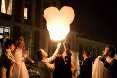 organisez un lâcher de lanternes volantes mariage, photo Ian Holmes