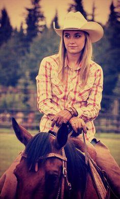 Amber Marshall as Amy Fleming in Heartland Heartland Actors, Heartland Quotes, Heartland Ranch, Heartland Tv Show, Heartland Seasons, Western Riding, Horse Riding, Ty Y Amy, Amber Marshall