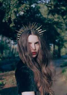 crown / velvet / red lips Look Dark, Soft Grunge, Up Girl, Our Lady, Headgear, Swagg, Headdress, Hair Inspiration, Fashion Photography