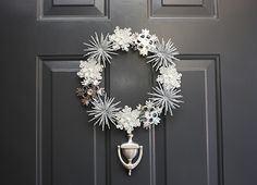 Winter wreath made with snowflake ornaments. Gorgeous!