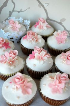 floral cupcakes, lovely