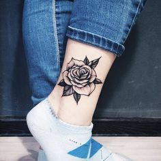 """27.7 mil curtidas, 112 comentários - Largest small tattoos page (@tiny.tatts) no Instagram: """"Tag someone ❤ ☛owner: @solovyovatattooer Follow us @tiny.tatts for more Tag someone who loves…"""""""