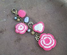 Crochet sólo con paso a paso o video (pág. 408) | Aprender ... Bead Crochet, Diy Crochet, Crochet Crafts, Yarn Crafts, Crochet Toys, Crochet Projects, Crochet Earrings, Crochet Key Cover, Crochet Keychain Pattern