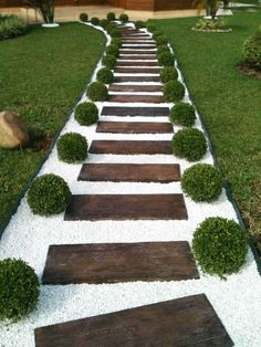 42 DIY Garden Walkway Projects For Your Inspirations - Possible Decor Gravel Garden, Garden Paths, Diy Garden, Walkway Garden, Rock Pathway, Outdoor Walkway, Backyard Pavers, Stone Backyard, Pebble Garden