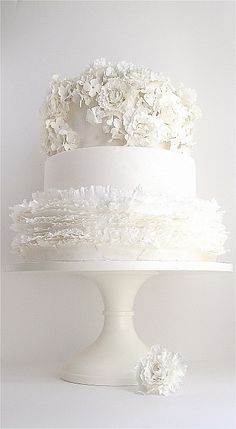 white wedding cake photos 1000 images about white wedding cakes on 27360