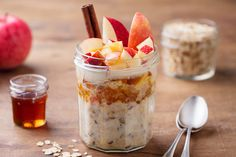Wondering how to make overnight oats at home? Here's an easy overnight oats recipe that's totally customizable to your liking. Healthy Breakfast Options, Breakfast For Kids, Best Breakfast, Breakfast Recipes, Breakfast Ideas, Yogurt Recipes, Oats Recipes, Muesli, Tranches D'orange