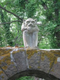 Large gargoyle statue http://gargoyle-statues.hubpages.com/hub/Gargoyle-Statues-Are-Back-In-Vogue