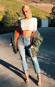 GET KYLIE'S OUTFIT FOR LESS!Why go out and spend hundreds of dollars trying to get kylie's style, when you could just order these items that look just like hers! Kylie Jenner Outfits, Moda Kylie Jenner, Kylie Jenner Fotos, Looks Kylie Jenner, Kylie Jenner Style, Kendall And Kylie Jenner, Kylie Jenner Instagram, Kylie Jenner Jeans, Kylie Jenner Fashion