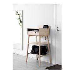 IKEA - KNOTTEN, Seisomatyöpiste, , Perinteisen kirjoituspöydän moderni versio, joka tarjoaa sekä työskentely- että säilytystilaa.Reilusti säilytystilaa esimerkiksi kannettavalle tietokoneelle ja laukulle.Koukut avaimien ja muiden pikkutavaroiden ripustamista varten.Kätevä johtojen järjestely mahdollistaa jatkojohtojen ja -pistokkeiden pitämisen poissa näkyvistä mutta silti lähettyvillä.Laatikonpysäytinten ansiosta laatikot eivät pääse putoamaan kiskoiltaan.Jos laatikoihin ei asenneta…