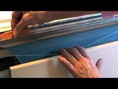 Cali collo in sospensione, alla fine dello scollo davanti si tolgono le rimanenti maglie con lana di scarto, queste vanno cucite con la spalla del dietro vi...