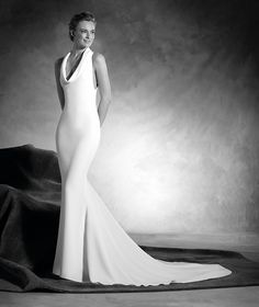 Niagara - Sleeveless wedding dress with halter neckline