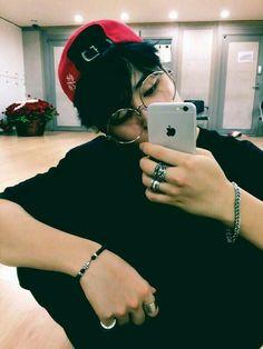 Min Yoongi is a famous rapper. Park Jimin runs a fan account dedicated to said rapper. Maybe Jimin will become more than just a fan. [side ships: Namjin and T. Bts Jimin, Bts Bangtan Boy, Bts Taehyung, Jungkook Glasses, Yoongi Bts, Park Ji Min, Namjoon, Seokjin, Rapmon