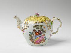 Königliche Porzellanmanufaktur Berlin, Ca. 1768.A Berlin KPM porcelain teapot with scenes after Watteau, Auction 1065 The Berlin Sale, Lot 9 #KPM #porcelain #porzellan #teapot