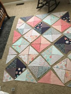 Arts and crafts Design William Morris - Arts and crafts House Modern - - - Quilt Block Patterns, Quilt Blocks, Sewing Patterns, Beginner Quilt Patterns, Quilting Projects, Quilting Designs, Sewing Projects, Lap Quilts, Scrappy Quilts