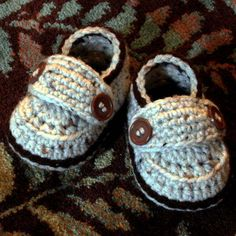 Ravelry: Little Button Loafers (baby booties) pattern by Hook Candy/ $$