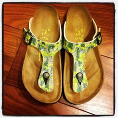 "❤️HOST PICK❤️ Papillio (Berkis) NWOT floral sandal Never worn outside, tried on at home a few times (just not my style!). Very pretty green and yellow floral print. Not indentation from wear that is typical to Birkenstocks. This will mould to your foot! ⚠️Unless it is for bundles, I don't negotiate pricing through comments. Please use the ""Offer"" button if you'd like to negotiate a deal lower than the listed price. Thank you! Birkenstock Shoes"