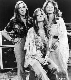 "Lynyrd Skynyrd backup singers, The ""Honkettes"", Leslie Hawkins, JoJo Billingsley and Cassie Gaines Lynyrd Skynyrd, Rock And Roll Bands, Rock N Roll, Great Bands, Cool Bands, Allen Collins, Ronnie Van Zant, Jazz, Women Of Rock"