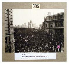 Manifestación en Plaza de Mayo – Rivadavia y Balcarce / 25 de Mayo | Colección Witcomb | educ.ar — Archivo General de la Nación