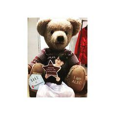 .  おっきいクマちゃん🐻  snsにアップすると抽選で  ちっちゃいクマちゃんもらえるらしいから  欲しくて載せちゃう🐻ごめん。  (クマちゃん当たれ〜🙏)  .    #DAKSクリスマスジャンパーデー Teddy Bear, Toys, Animals, Activity Toys, Animales, Animaux, Clearance Toys, Teddy Bears, Animal