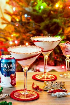 Berries on the Cake Cocktail is the festive cocktail you're looking for. Veganize by using vegan vanilla creamer in place of the heavy cream! #SparklingHolidays