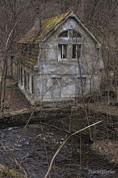 das Geisterhaus im Wald - lost area by nachtpixler on DeviantArt Abandoned Mansion For Sale, Old Abandoned Buildings, Abandoned Property, Abandoned Mansions, Old Buildings, Abandoned Places, Spooky Places, Haunted Places, Photo Post Mortem